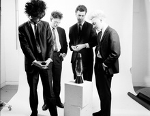 """Группа """"Apollo 440"""" в компании лава лампы. 1986 год."""